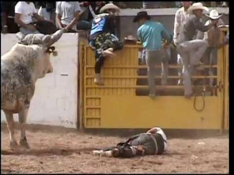 jaripeo Portezuelo accidente Miguel Basoria su ultima monta pelicula intro 11 de agosto 2013chuygrim