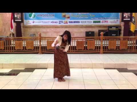 Nana Riskhi Susanti - Juara 1 Lomba Baca Puisi Dari Negeri Poci 4