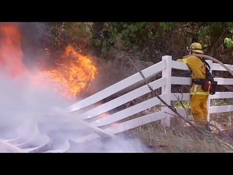 L.A. firefighters battle blaze in Apple Valley