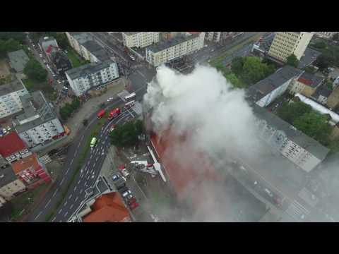 170 strażaków przez wiele godzin próbowało ugasić płonącą wieżę światyni.