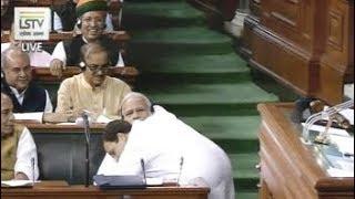 #NoConfidenceMotion... जब सदन में पीएम मोदी से गले मिल राहुल गांधी ने दी 'जादू की झप्पी' - NDTVINDIA