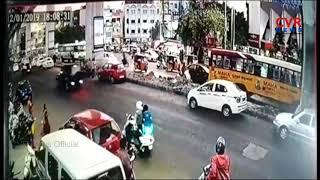 సికింద్రాబాద్ లో ఆర్టీసీ బస్సు బీభత్సం :Road Mishap in Secunderabad | RTC Bus Hits Auto, 2 Cars|CVR - CVRNEWSOFFICIAL
