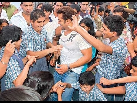 Salman Khan celebrates 47th BIRTHDAY with fans