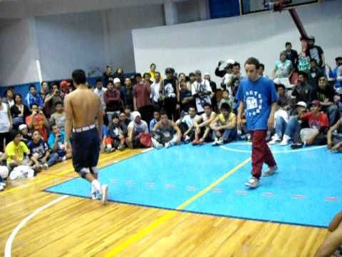 bboy cirujano migthy zulu kingz/kdts vs bboy baby unik breakers KILL THE BEAT 2011 MEXICO