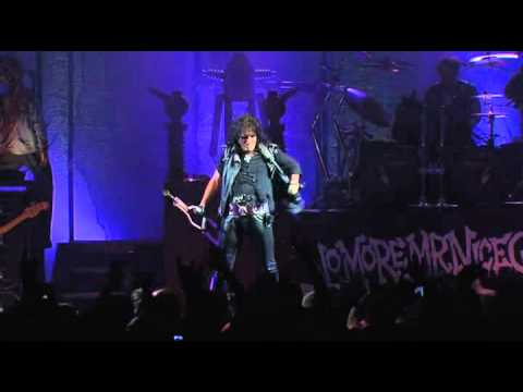 I'M EIGHTEEN &amp; UNDER MY WHEELS - ALICE COOPER LIVE AT BONNAROO 2012