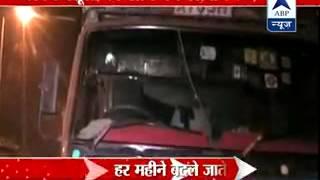 Bribe Delhi cops l Use 'sticker' on trucks to ply illegally & hassle free - ABPNEWSTV
