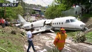 US jet splits in half after crash in Honduras - RUSSIATODAY
