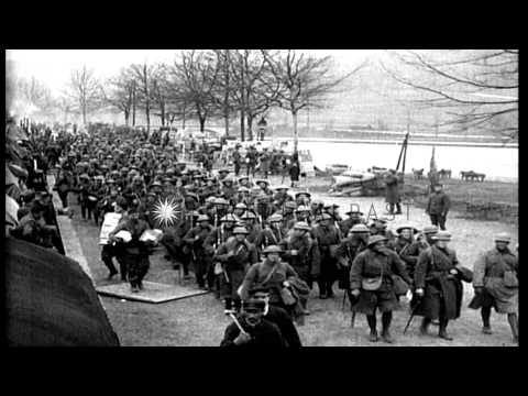 US Army First Division infantry deploying during World War I HD Stock Footage