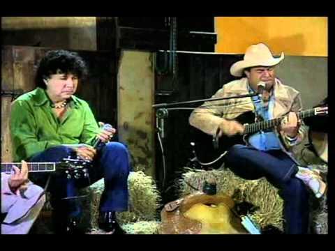 003 - Teodoro e Sampaio - Garanhão da Madrugada (Roda de Viola)
