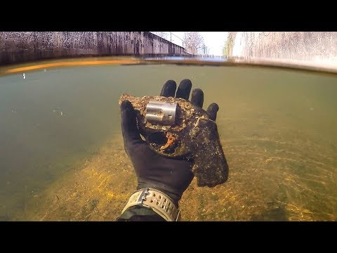 connectYoutube - Found Possible Murder Weapon Underwater in a Shallow Urban Canal! (Police Called)