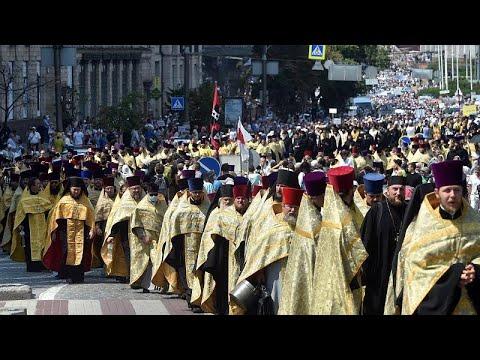 """Több tízezren vettek részt egy ortodox vallási meneten <span class=""""search-everything-highlight-color"""" style=""""background-color:orange"""">Kijevben</span>"""