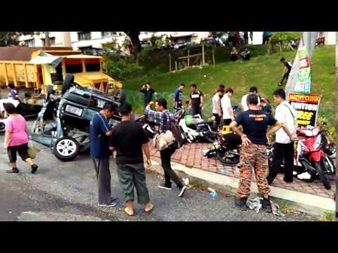 疑刹车失灵连环37撞  2学生遭卷入车底毙命