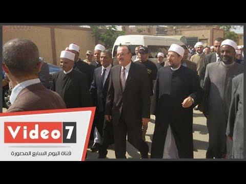 وزير الأوقاف يهدى بنى سويف 150مقعدا دراسيا و4 أطنان لحوم للأسر