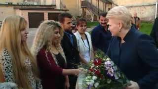 Prezidentė susitinka su pabėgėlių iš Irako šeima Šv. apaštalų Petro ir Povilo parapijos namuose