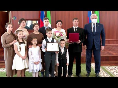 В администрации Главы Коми наградили лучшие многодетные семьи республики