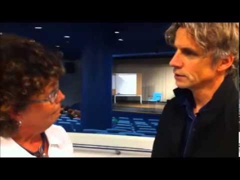 Pelle Sandstrak intervjuas inför sin föreläsning i Jönköping 1 oktober 2012
