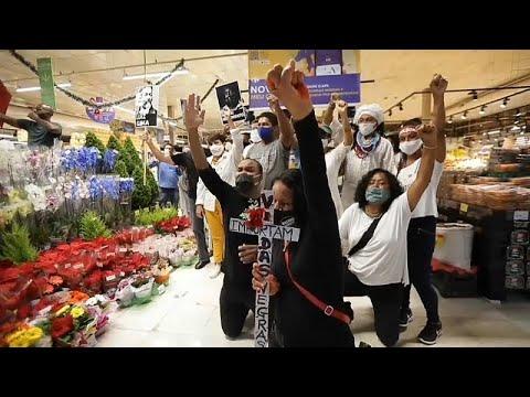 El asesinato de un hombre negro tras recibir una paliza en un supermercado conmociona a Brasil