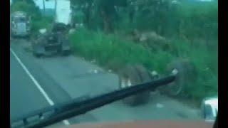 Llantas se desprenden de su cabezal en carretera vieja a Palín
