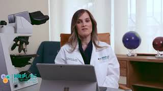 La Dra. Nicole Candelario FAAD, Dermatóloga con sub especialidad en Dermatopatología