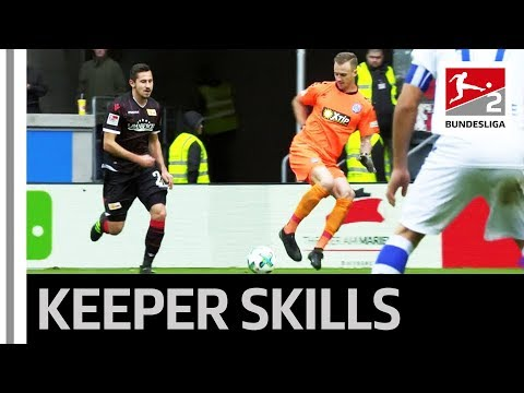 Goalkeeper's skillful recovery