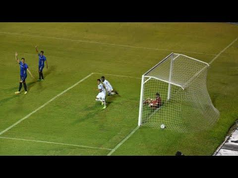 Junior Lacayo anota el quinto gol de Comunicaciones en el minuto 75