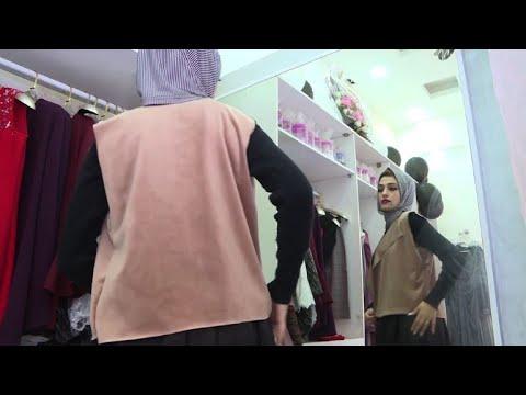 مصممة أزياء في غزة تعرض أزياءها عبر مواقع التواصل الاجتماعي