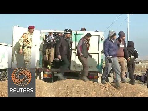 Iraqi residents flee Islamic State-held town of Tel Keyf