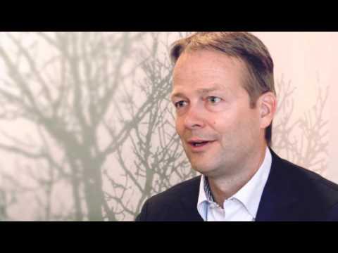 AkzoNobel CEO, Ton Büchner, och CFO, Maëlys Castella, besöker Sverige