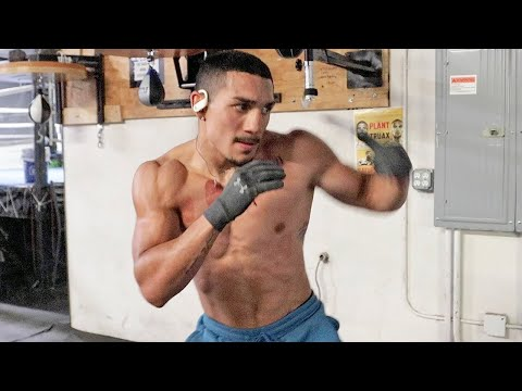 """TEOFIMO LOPEZ RIPPED & SHARP DAYS BEFORE KAMBOSOS JR FIGHT! SENDS """"CANT BEAT ME"""" FINAL MESSAGE"""