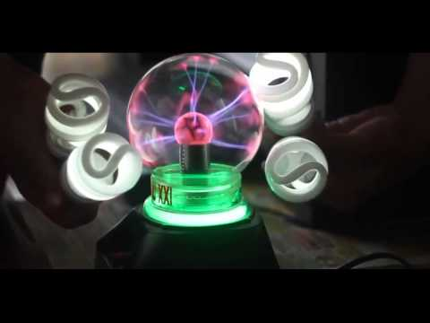 Video: Experience Plasma ball and lamps - Bulbs glow when approaching a plasma ball