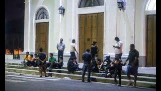 Devotos de Santo Domingo se aglomeraron con una réplica en las afueras de las Sierritas.