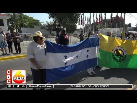 Grupo de alumnos rinden honor a general Francisco Morazán
