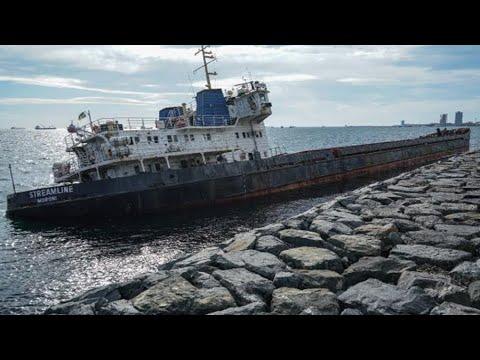 Zeytinburnu'nda karaya oturan gemi 10. gününde de yerinde duruyor