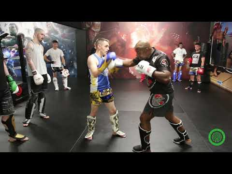 Liver Shot Combinations in Kickboxing with Ivan Hippolyte