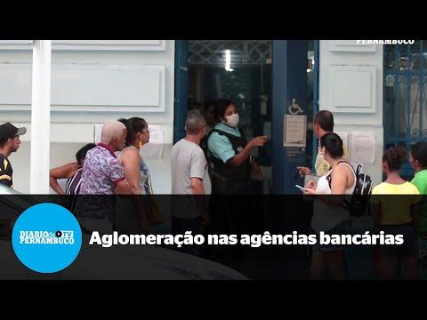 Filas e aglomeração em frente a agências bancárias