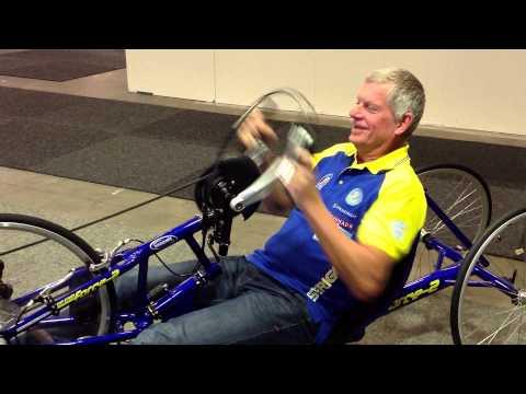 Tommy Prim kör handcykel på Sweden Bike Expo 2013