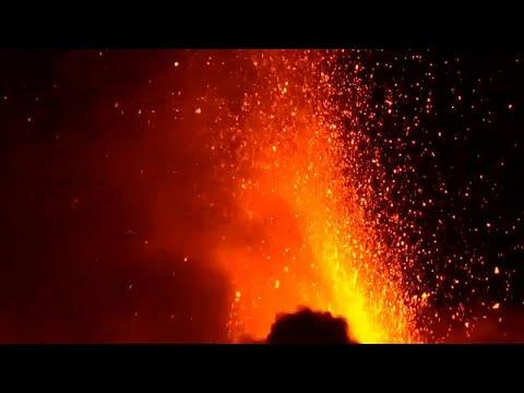 Szemet gyönyörködtető volt az Etna kitörése éjjel