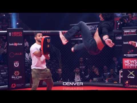 Insane aerial kicks! | Tiger Shroff at Super Fight League