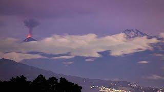 Espectácular fotografía del Volcán de Fuego en plena actividad