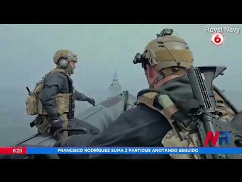 Soldados de la armada británica prueban trajes voladores