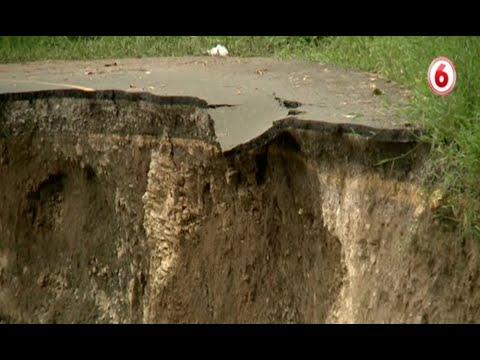 Deslizamiento en carretera impacta Siquirres y Turrialba