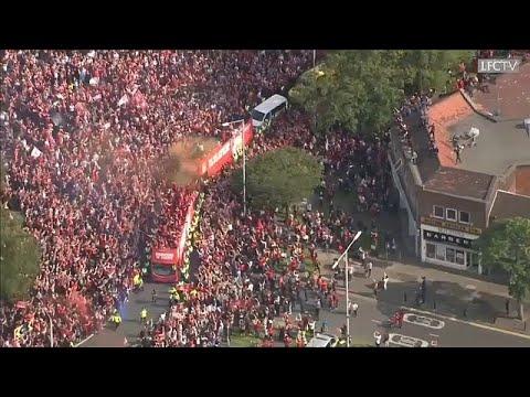 شاهد: استقبال الجماهير الإنجليزية لنادي ليفربول بعد فوزه بالعصبة