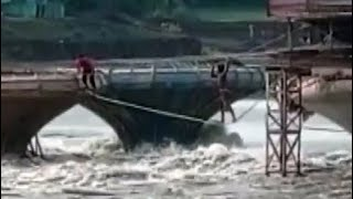Watch: People Rescue Themselves Walking on Rope After Water Rises In River - NDTV