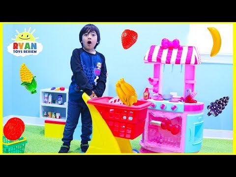 Ryan Pretend Play Cooking and Grocery Shopping with Hello Kitty Kitchen Playset!