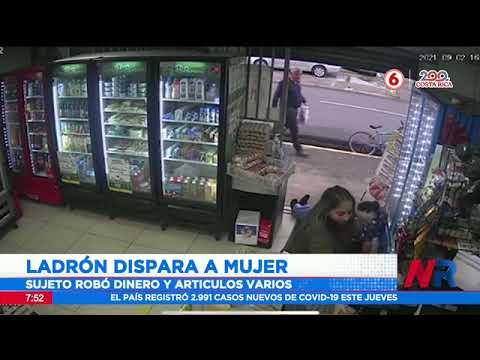 Ladrón dispara a mujer durante asalto en tienda