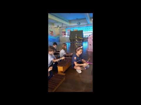 Educandos do 3º ano B interpretam obra de Dorival Caymmi