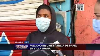 Fuego consume fábrica de papel en Villa Juana