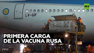 Primer lote de Sputnik V para Argentina es cargado en el avión
