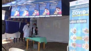 Personal de salud del Centro de Atención Permanente de San Marcos, se preparan para ser vacunados.
