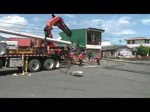 Vecinos de Hatillo 6 sin servicio de electricidad tras choque de vehículo con poste